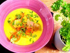 Saffransdoftande snabblagad och enkel fisksoppa på fryst laxfilé med saffran, fänkål och vitt vin. Soup Recipes, Cooking Recipes, Healthy Recipes, Healthy Food, Thai Red Curry, Chili, Spices, Food And Drink, Fish