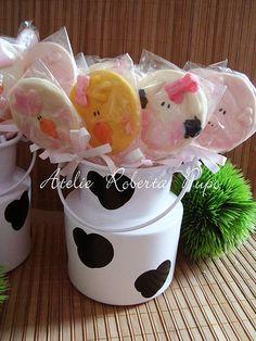 Leiteiras de Vaquinha com Pirulitos de Biscoitos em formato de Bichinhos - Fazendinha Rosa