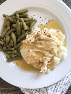 Easy Slow Cooker or Instant Pot Chicken and Gravy recipe. Tastes exactly like Thanksgiving! Shredded Chicken And Gravy Recipe, Chicken N Gravy Recipe, Easy Gravy Recipe, Slow Cooker Shredded Chicken, Chicken Mashed Potatoes, Instant Mashed Potatoes, Ww Recipes, Cooker Recipes, Crockpot Recipes