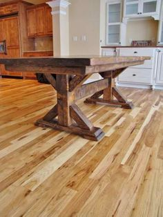 Breathtaking 38 Stunning DIY Rustic Farmhouse Table Ideas https://decoraiso.com/index.php/2018/05/10/38-stunning-diy-rustic-farmhouse-table-ideas/ Trestle Table, Plank Table, Table Bench, Table Legs, Bazaars, Diy Dining Room Table, Dinning Room Tables, Farm Table Diy, Wood Tables