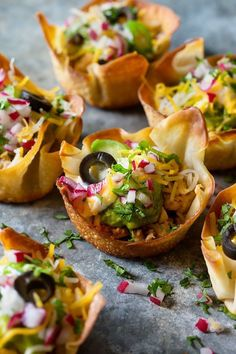 Mini Taco Bowls Tailgate food for your next game day grub! Mini Tacos, Mini Taco Bites, Mini Taco Cups, Taco Appetizers, Appetizer Recipes, Healthy Appetizers, Fingerfood Recipes, Homemade Tacos, Homemade Baby