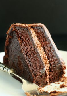 What diet? This vegan chocolate cake is a super yummy chocolate dessert.