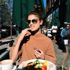 девушка, очки, солнце, еда, кафе на улице, столики