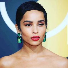 Can we talk about this look?!? #goldenglobes #fashion #instagay #emeralds #shorthair