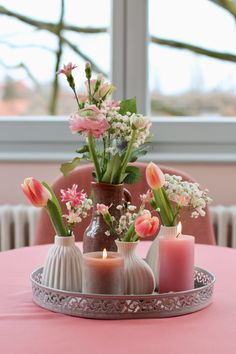 Easter Table Decorations, Flower Decorations, Beautiful Flower Arrangements, Floral Arrangements, Arreglos Ikebana, Happy Birthday Flower, Seasonal Decor, Holiday Decor, Deco Nature