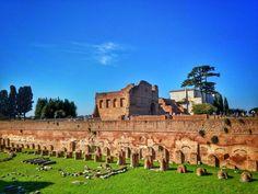 Palatino.... Só quem visitou sabe das belezas que tem lá!!! . Lembre-se que nós organizamos o seu transfer do/para o aeroporto e também sua hospedagem! info@emroma.com .  Veja mais no Snapchat Em_Roma  #Roma #europe #instatravel #eurotrip #italia #italy #rome #trip #travelling #snapchat #emroma#viagem #dicas #ferias #dicasdeviagem #brasileirospelomundo #viajandopelomundo #viajantesbrasileiros #palatino #lindodemorrer