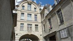 Hôtel de Bretonvilliers (1642) 2, rue de Bretonvilliers et quai de Béthune Paris 75004. Architecte : Jean Androuet du Cerceau. L'Hôtel de Bretonvilliers qui était situé à la pointe Est de l'île Saint Louis a été détruit en 1874. Il ne subsiste que ce pavillon de ce qui fut l'un des plus beaux hôtels parisiens.