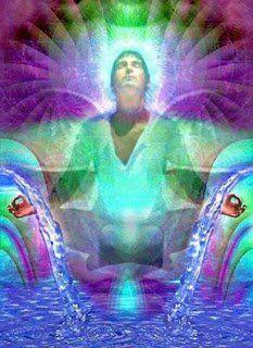 La frecuencia del rayo esmeralda, está trabajando en todos ustedes. Aumentando cada día su frecuencia del corazón.Este es un llamado de la energía esencial de vibración en Gaia.Sus hermanos los cristales lemurianos y los primeros