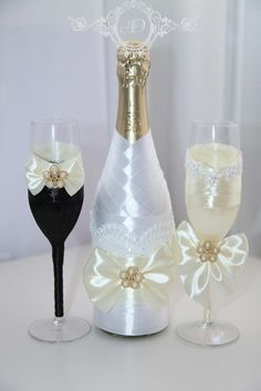 Decorate wine glasses with flowers and beads, It's easy but looks great ! Wine glass decorations can help dress up your table for a party or wedding, or simply help guests keep track of their glasses throughout the evening. Bridal Glasses, Wedding Wine Glasses, Wedding Wine Bottles, Champagne Glasses, Wedding Champagne, Wine Glass Crafts, Wine Bottle Crafts, Bottle Art, Decorated Wine Glasses