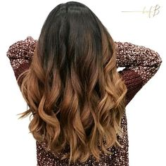 """✨ Balayage Advanced Model from our Corona class created by @annyvandriel & @karaloveshair This faux Balayage was painted with @jackwinncolor """"brilliant"""" lightener on the ends that were left out of the foil, with 30 vol and a splash of @trionicshaircare higher and higher to get lift while maintaining the integrity of the hair!  Gloss :: @jackwinncolor Demi 20g 8.13, 30g 8, 75g zero lift developer"""