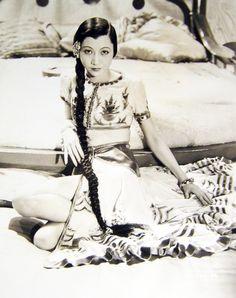 Anna May Wong 1934 life design Golden Age Of Hollywood, Vintage Hollywood, Hollywood Glamour, Hollywood Actresses, Classic Hollywood, Actors & Actresses, Hollywood Stars, Louise Brooks, Josephine Baker