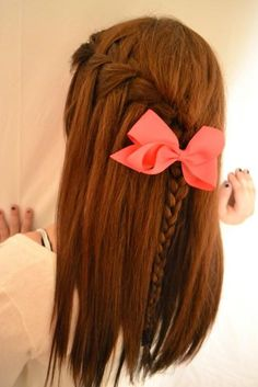 pretty hair braid and bow