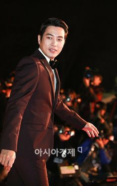 Joo Sang Wook @ 34th (2013) Blue Dragon Film Awards » Dramabeans » Deconstructing korean dramas and kpop culture Asian Actors, Korean Actors, Cunning Single Lady, Joo Sang Wook, Blue Dragon, How To Look Handsome, Male Style, Good Doctor, Kim Min