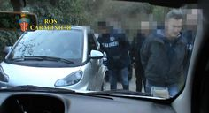 Informazione Contro!: LIBRI Mafia: neri, rossi e boss. Chi comanda a Rom...