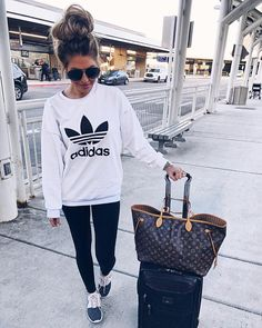 Hollie Woodward: Tonight's comfy travel #ootn