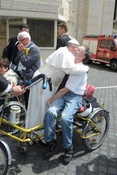 Pope Francis - can you feel the love in this photo? I sure can! http://www.freapstuff.com/go/JohanPersyn_Jesus
