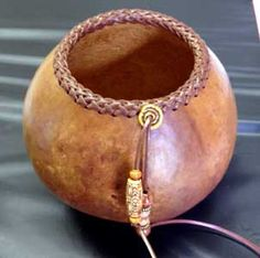 Gourd art workshop: Make a braided rim gourd on October 18 Coconut Shell Crafts, Southwest Pottery, Decorative Gourds, Pine Needle Baskets, Native American Crafts, Leather Dye, Pine Needles, Gourd Art, Wood Bowls