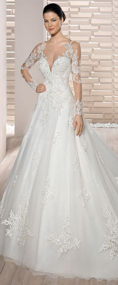 Elegant Tulle & Organza V-neck Neckline A-Line Wedding Dress With Lace Appliques & Detachable Sleeves & Beadings
