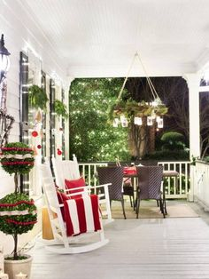 Front Porch Christmas Decorating Ideas 18