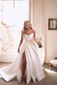 Cute Wedding Dress, Princess Wedding Dresses, Dream Wedding Dresses, Dresses For Weddings, Sweetheart Wedding Dress, Bride Dresses, Wedding Dress With Pearls, Rustic Elegant Wedding Dress, Kleinfeld Wedding Dresses