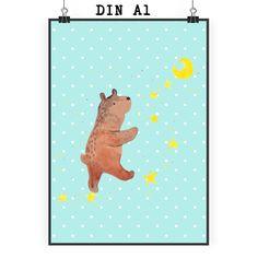 Poster DIN A1 Bär Träume aus Papier 160 Gramm  weiß - Das Original von Mr. & Mrs. Panda.  Jedes wunderschöne Poster aus dem Hause Mr. & Mrs. Panda ist mit Liebe handgezeichnet und entworfen. Wir liefern es sicher und schnell im Format DIN A2 zu dir nach Hause. Das Format ist 549 x 841 mm    Über unser Motiv Bär Träume  Der Träume Bär ist ein ganz besonders liebevolles und einzigartiges Motiv aus der Beary Times Kollektion von Mr. & Mrs. Panda    Verwendete Materialien  Es handelt sich um…