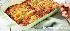 Cannelloni uit de oven met gehakt en paprika in een tomatensaus