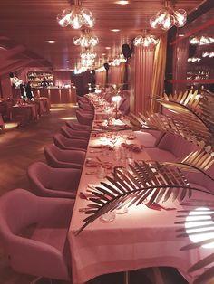MaMa Kelly restaurant Amsterdam is mooi roze Restaurant Amsterdam, Pink Restaurant, Bar Restaurant Design, Cafe Interior Design, Interior And Exterior, Architecture Restaurant, Pink Bar, Design Café, Shelf Design