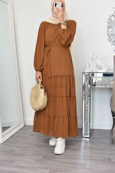 Muslim Fashion, Hijab Fashion, Girl Fashion, Fashion Dresses, Hijab Dress, Hijab Outfit, Modest Outfits, Casual Outfits, Fashion 2020