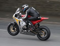 Saw him set a speed record at the TT in 2007! Guy Martin, heading off on lap 1 of the 2010 Isle of Man Superbike TT race.