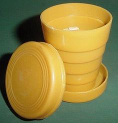 A collapsible cup.had one,great for traveling Childhood Games, 90s Childhood, My Childhood Memories, Sweet Memories, Nostalgia, Remember Day, Retro Radios, Vintage Toys, Retro Vintage