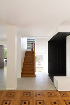 RGV House by Dank Architectes One Story Homes, House Built, Story House, Windows And Doors, Beautiful Gardens, Stairs, Gallery, Building, Interior