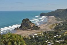 Piha Beach, Waitakere - a black sand beach close to Auckland North Island New Zealand, New Zealand Holidays, New Zealand Houses, Beach Day, Sand Beach, Bay Of Islands, Auckland New Zealand, Beautiful Beaches, Beautiful Scenery