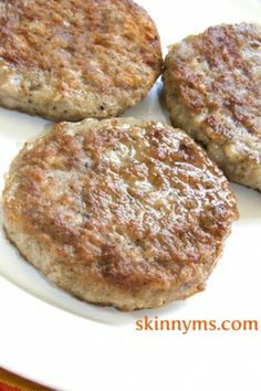 Breakfast Sausage Sausages don't have to be greasy or fatty! Try these delicious turkey based Skinny Breakfast Sausage Patties.Sausages don't have to be greasy or fatty! Try these delicious turkey based Skinny Breakfast Sausage Patties. Breakfast Desayunos, Sausage Breakfast, Breakfast Ideas, Recipe For Turkey Breakfast Sausage, Chicken Breakfast Recipes, Paleo Recipes, Cooking Recipes, Homemade Sausage Recipes, Gastronomia