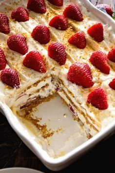 No Bake Strawberry Cheesecake Icebox Cake Recipe ~ This Easy, No-Bake Dessert is Perfect for the Hot Summer Months or Anytime! Layers of Cheesecake Pudding, Cool Whip, Graham Crackers, and Fresh Straw (Baking Desserts Easy) No Bake Desserts, Healthy Desserts, Just Desserts, Delicious Desserts, Dessert Recipes, Low Fat Desserts, Healthy Recipes, Baking Desserts, Holiday Desserts