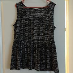 Size 1 Skull Peplum Top Torrid. NWOT super cute Super adorable never worn Skull Peplum from Torrid! Size 1 make an offer or bundle :) torrid Tops Tank Tops