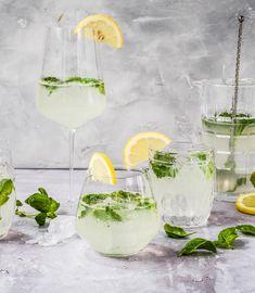 Probiere Zitronen-Basilikum-Spritz jetzt bei FOOBY. Oder entdecke weitere feine Rezepte aus unserer Kategorie Vegane Rezepte.