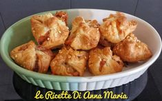 Fagottini di pasta sfoglia con salsiccia - Le Ricette di Anna Maria My Favorite Food, Favorite Recipes, Party Finger Foods, Cooking Chef, Antipasto, Pretzel Bites, Street Food, Catering, Pizza