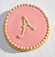 Bridal Shower Favor Cookies – How to make letter royal icing transfers – How to add a simple border to a cookie | Suz Daily