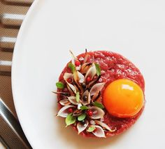 Every weekend we showcase a young chefs dish. Today : Beef Tartare Posted by Chef Koray Öztop Beef Tartare, Gourmet Recipes, Cooking Recipes, Food Decoration, Molecular Gastronomy, Restaurant Recipes, Creative Food, Food Design, Food Presentation