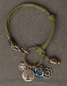 тьерракастовский браслет. с тьерракастовскими металлическими штуками и кожаными полосками и/или шнурами