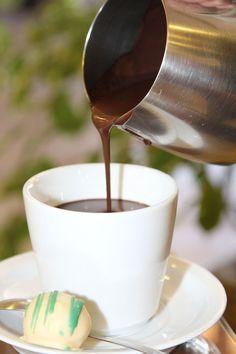 chocolate quente cremoso: http://guiame.com.br/vida-estilo/gastronomia/chocolate-quente-cremoso.html#.VZPSfflViko