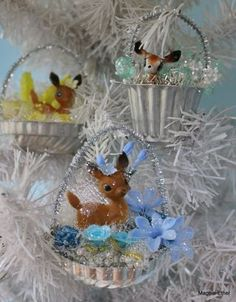 Basket ornaments from small molds Vintage Christmas Crafts, Christmas Ornaments To Make, Retro Christmas, Homemade Christmas, Christmas Projects, Holiday Crafts, Christmas Holidays, Christmas Decorations, Christmas Ideas
