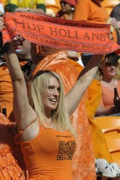 Very recently, we've had sexy soccer fans from different World Cups, but today we will show you girls supporting their national teams in South Africa. I'm sure you'll enjoy it xD Hot Football Fans, Football Girls, Girls Soccer, Soccer Fans, Sporty Girls, Female Football, Hot Cheerleaders, National Football Teams, Soccer World