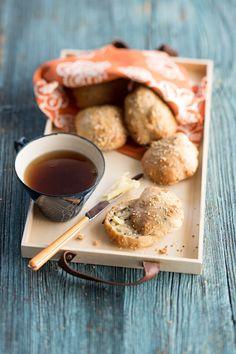 Superhelpot aamiaissämpylät | Reseptit | Anna.fi Pretzel Bites, Smoothies, Cereal, Anna, Baking, Breakfast, Food, Bread Making, Morning Coffee