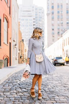 Stroll in the Square (Suburban Faux-Pas) Modest Fashion, Fashion Outfits, Fashion Trends, Fashion Bloggers, Pretty Outfits, Pretty Dresses, Spring Summer Fashion, Spring Outfits, Parisian Wardrobe