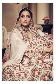 Actress Sonam Kapoor Gorgeous Stills In Neeru's Indian Ethnic Wear - Social News XYZ National Film Awards, South Indian Film, Vogue India, Indian Film Actress, Indian Movies, Sonam Kapoor, Indian Ethnic Wear, India Fashion, International Fashion