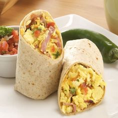 Light Breakfast Scrambler - La Tortilla Factory Check out the website to see Protein Packed Breakfast, Breakfast Smoothies, Paleo Breakfast, Breakfast Club, Wrap Recipes, Egg Recipes, Cooking Recipes, Tortilla Factory, High Protein Low Carb