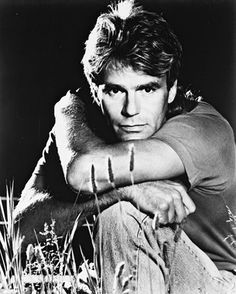 Richard Dean Anderson in MacGyver Mini Poster Macgyver Tv Series, Macgyver Richard Dean Anderson, Richard Anderson, Robert Conrad, Bw Photography, Cinema Posters, Jane Eyre, Scene Photo, Love