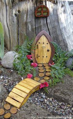 Сказочные домики с садиками в миниатюре. Интересно посмотреть на безграничную фантазию людей. Очень хочется туда зайти :), заглянуть внутрь, на