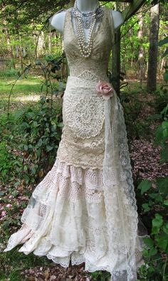 Vintage lace mermaid boho wedding dress cream ecru tulle ruffle vintage bride flapper outdoor romantic small by vintage opulence on - Mermaid Wedding Dresses New Wedding Dresses, Boho Wedding Dress, Boho Dress, Dress Lace, Wedding Shot, Wedding Dj, Lace Dresses, Princess Wedding, Bridal Lace